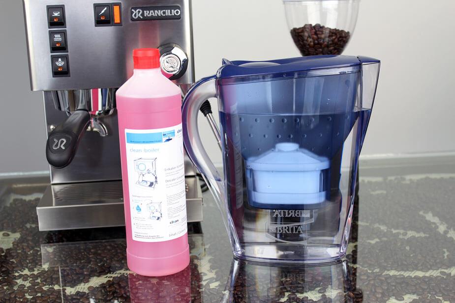 Du skal bruge Clean afkalkningsvæske og rent vand