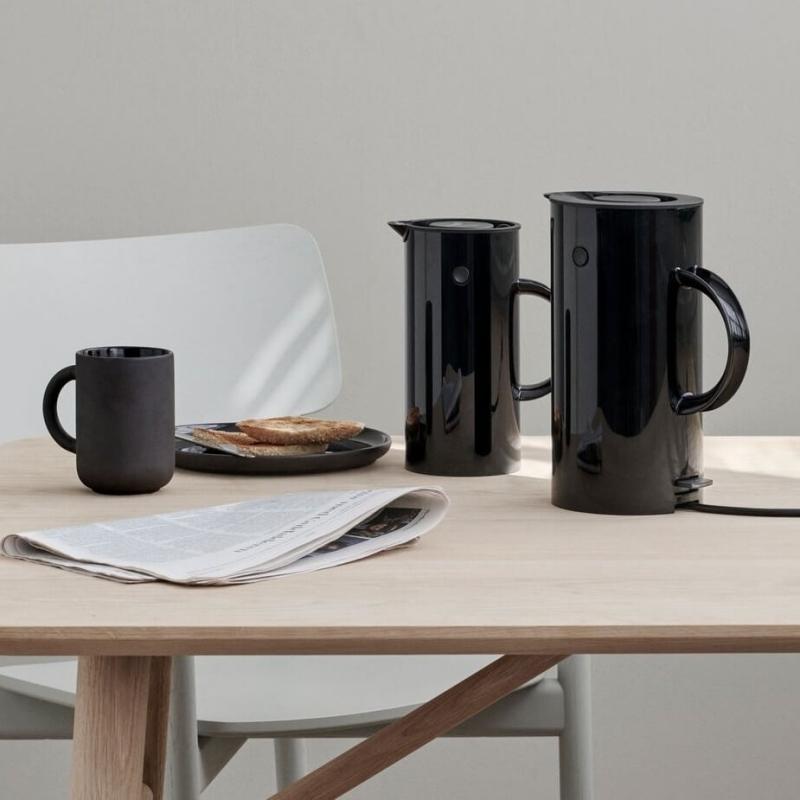 stelton em77 elkedel 1 5l sort. Black Bedroom Furniture Sets. Home Design Ideas