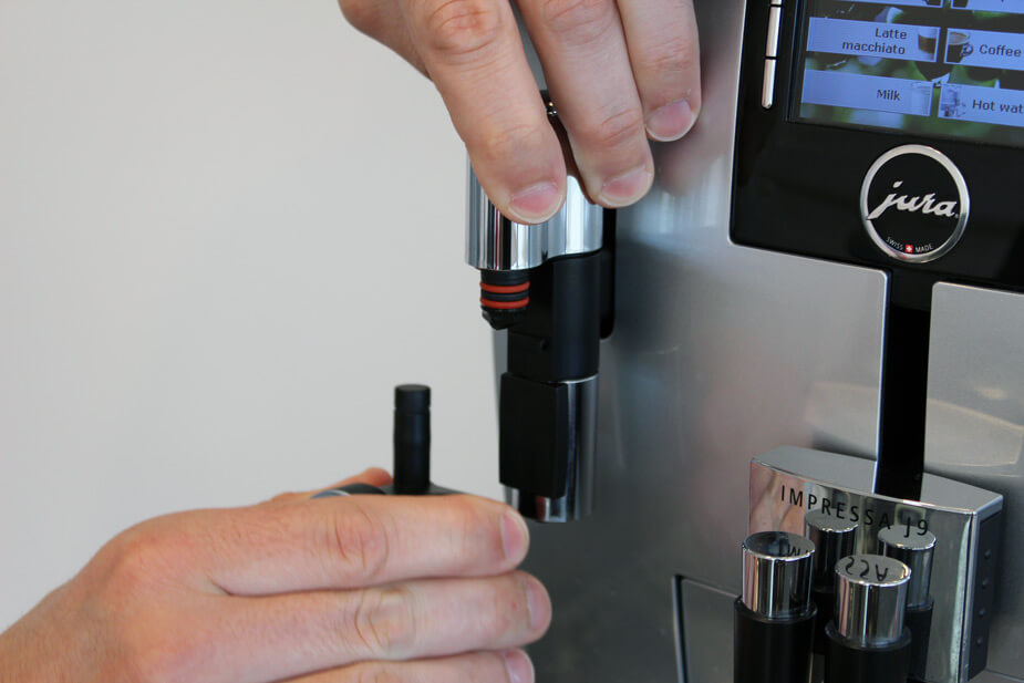 Mælkeskummeren kan pilles af maskinen.