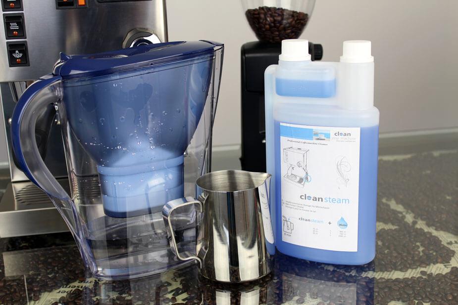 Du skal bruge vand og cappuccino rens til at rengøre steameren